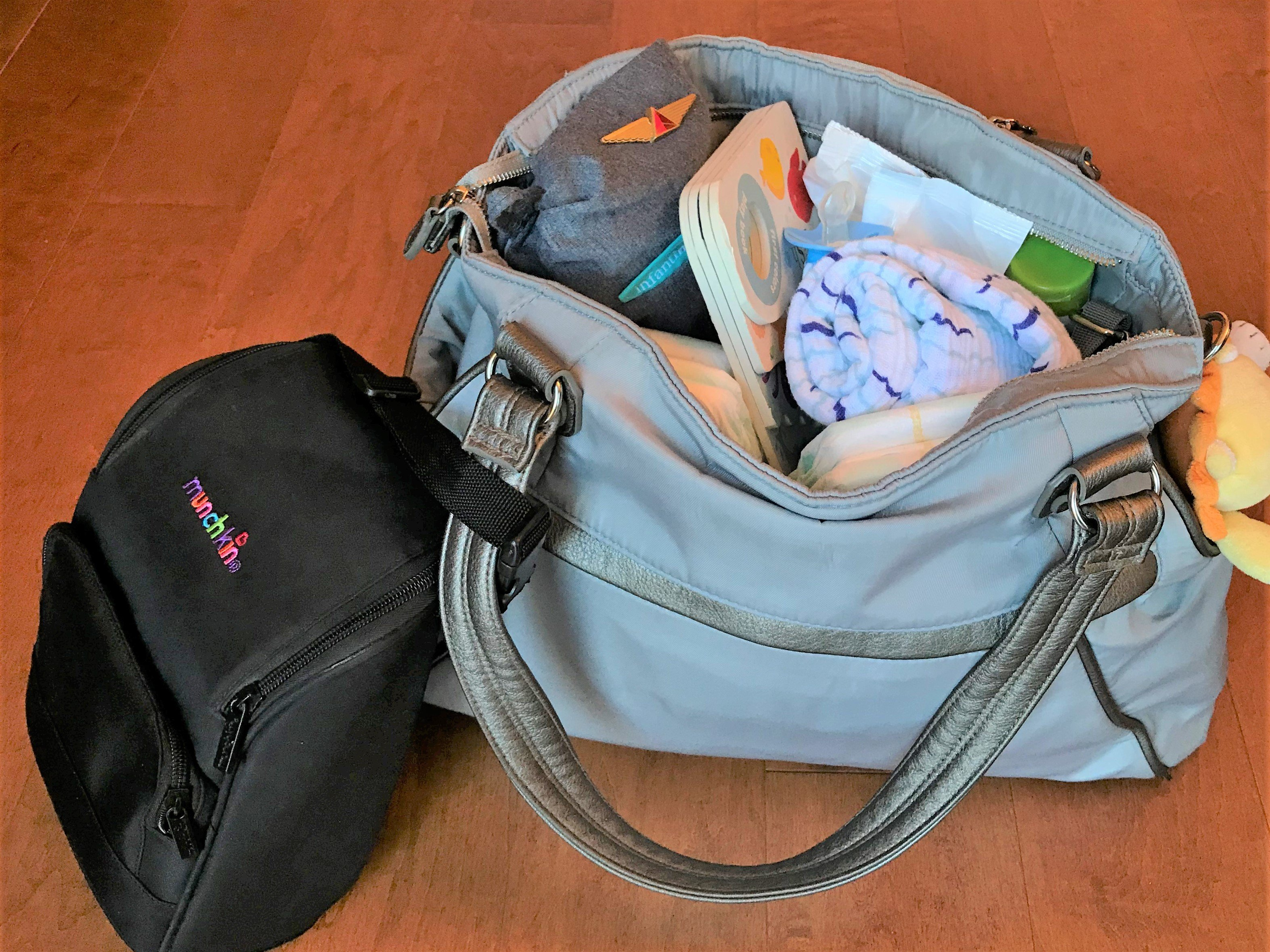 Looking for the best breastmilk cooler bag for breast milk storage? Here are our top picks of the best cooler for traveling with breastmilk, with reviews and recommendations! Save this pin and find the best breast milk cooler for your needs! #breastmilkstorage #breastmilkcooler #normalizebreastfeeding #babyproducts #babyregistry #babyitems